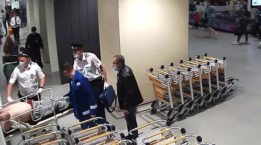Полицейские в Симферопольском аэропорту помогли реанимировать мужчину с остановкой сердца