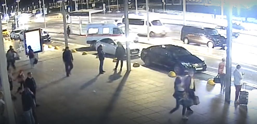 В аэропорту Симферополя спасли пожилого мужчину