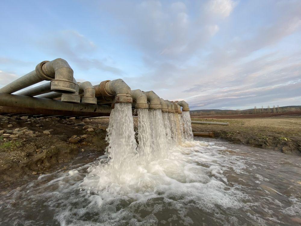 Глава Крыма рассказал о качестве воды из-под Азовского моря