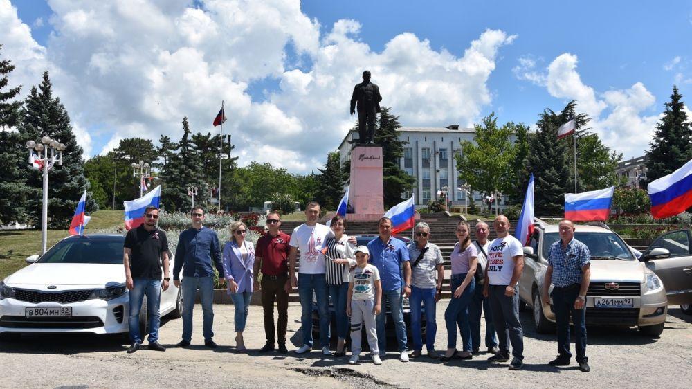 В Бахчисарае, на площади им. В.И. Ленина, состоялось торжественное мероприятие, посвященное Дню России