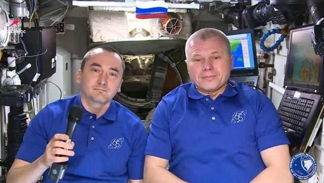 Россиян поздравили из космоса - видео