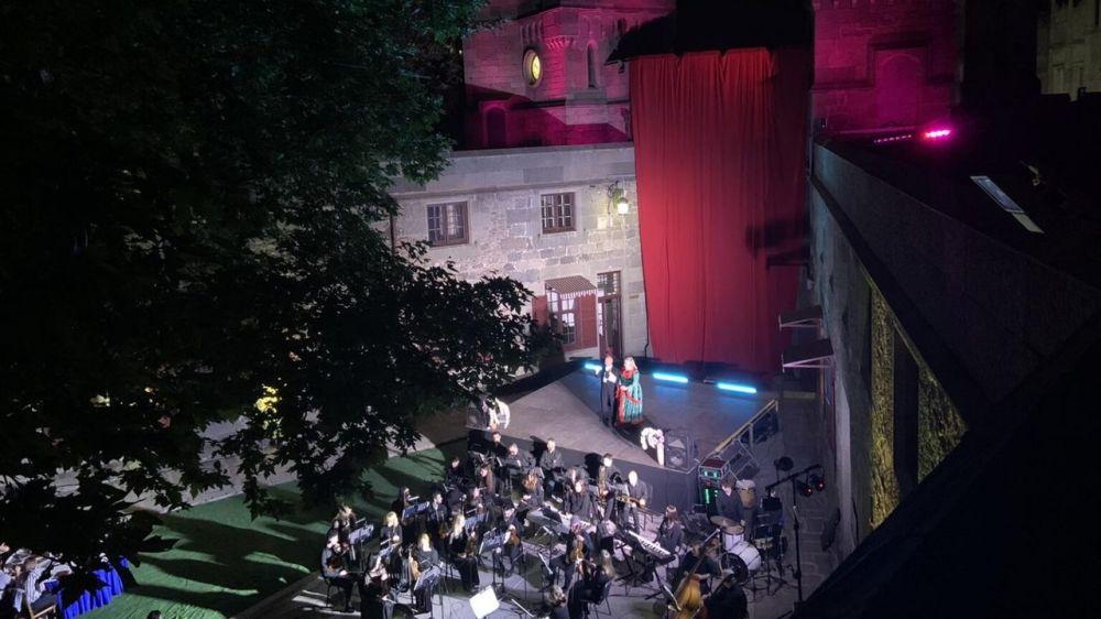 На открытой площадке Воронцовского дворца состоялся показ премьерного спектакля «Браво, оперетта»