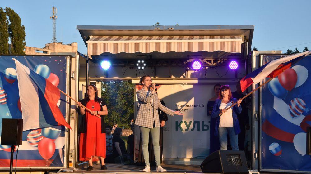 На площади В.И. Ленина прошло музыкальное выступление ко Дню России