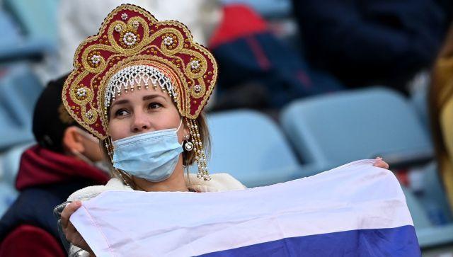 Кокошники и шарфы: как поддерживают своих на Евро-2020