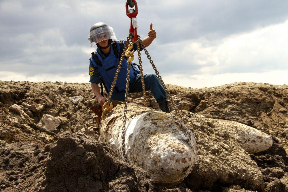 За две недели крымские пиротехники уничтожили более 300 авиационных бомб различного калибра