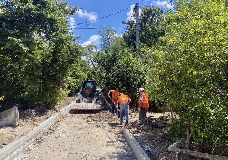 До конца года в Севастополе отремонтируют около 100 000 кв.м внутридворовых дорог