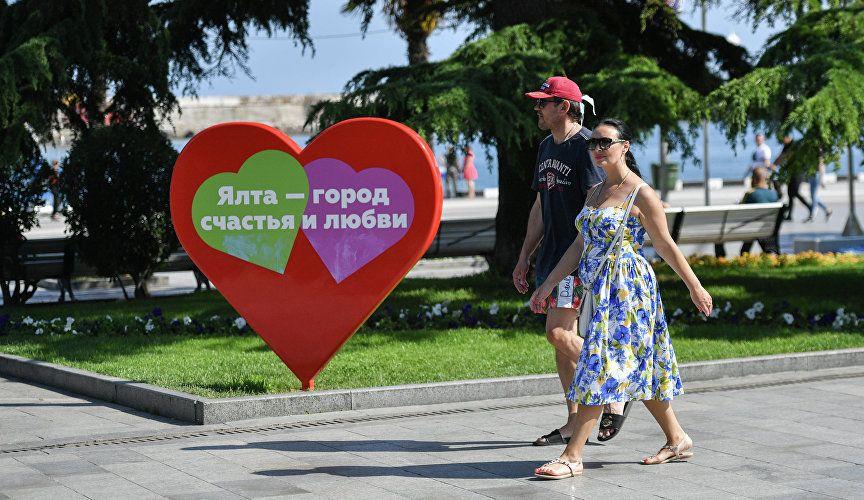 Планы на лето: как россияне проведут отпуск и сколько на него потратят