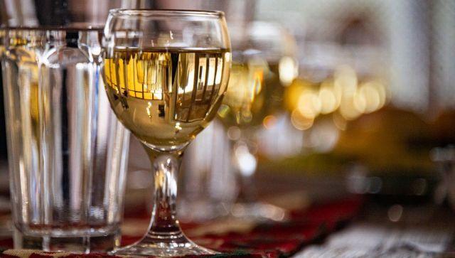 Врач рассказала, чем нельзя закусывать вино