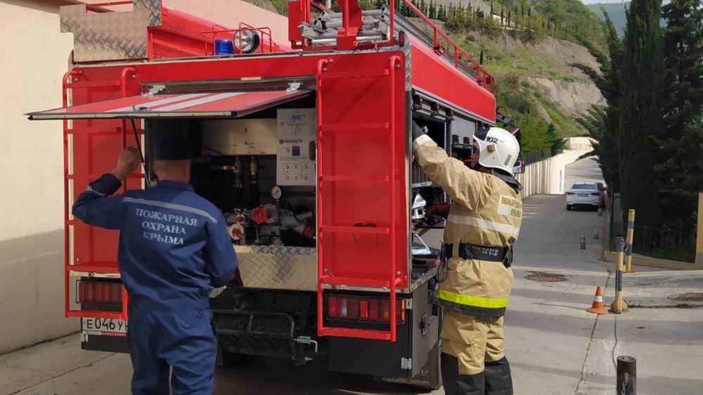 В рамках обеспечения безопасности в летний курортный сезон, огнеборцы ГКУ РК «Пожарная охрана Республики Крым» провели пожарно-тактическое занятие на объекте с массовым пребыванием людей