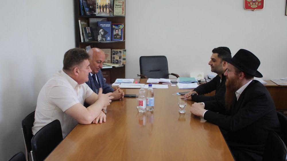 Айдер Типпа провел встречу с главным раввином Республики Крым Йехезкелем Лазаром