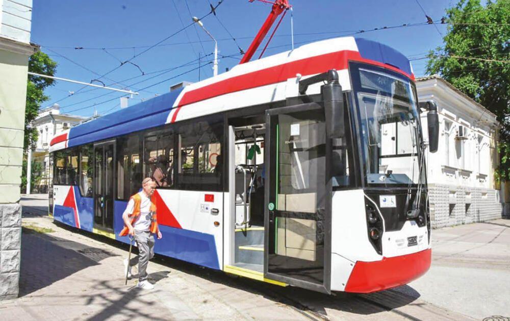 На улицах Евпатории появились новые трамваи