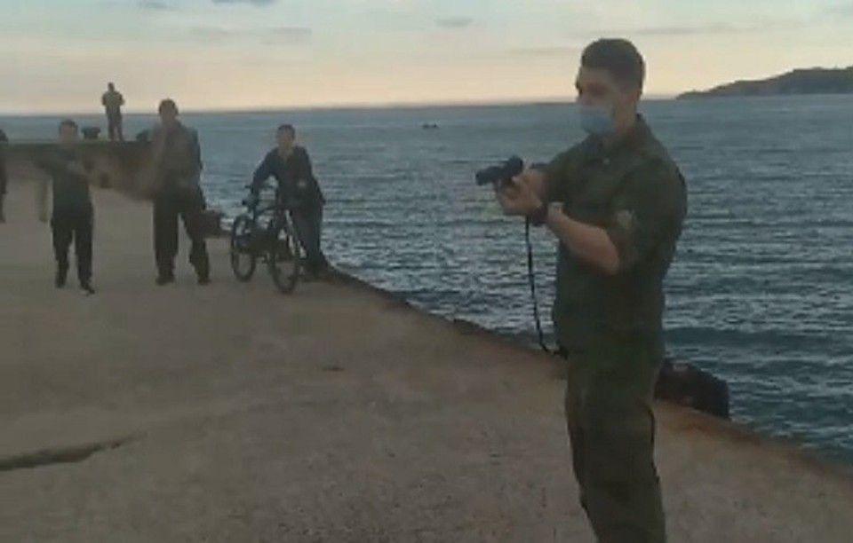 В Крыму люди в форме под дулом пистолета заставили свернуть удочки двух рыбаков