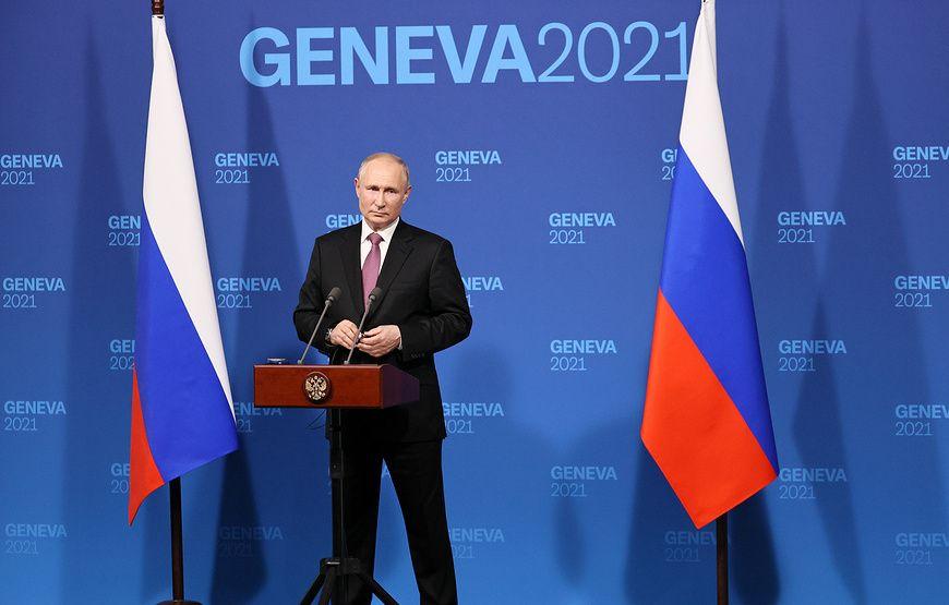 """Путин отверг утверждения о """"непредсказуемой"""" внешней политике России"""