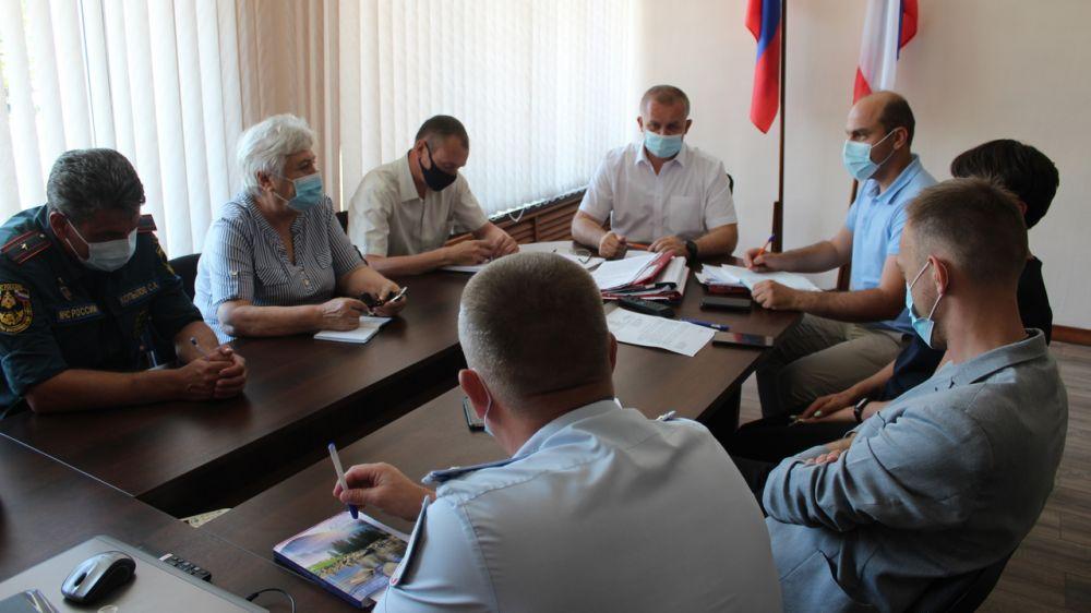 Первый заместитель Главы Администрации Ленинского района Игорь Заикин провел заседание оперативного штаба по предупреждению распространения новой коронавирусной инфекции