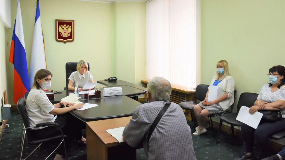 Профильные специалисты Минимущества приняли участие в приеме граждан под председательством Евгении Добрыня