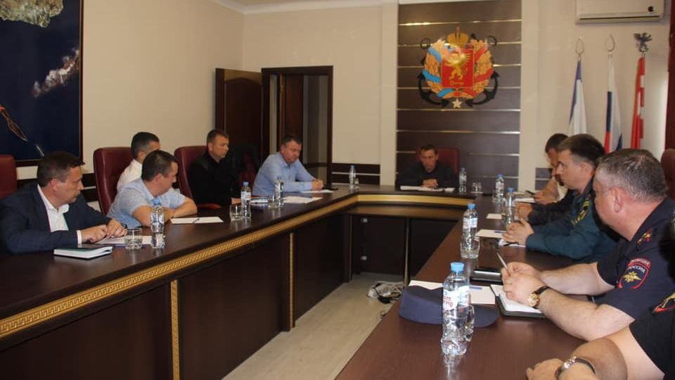 В Керчи председатель совета министров РК Юрий ГОЦАНЮК провел совещание с ресурсоснабжающими предприятиями по ликвидации последствий ЧС