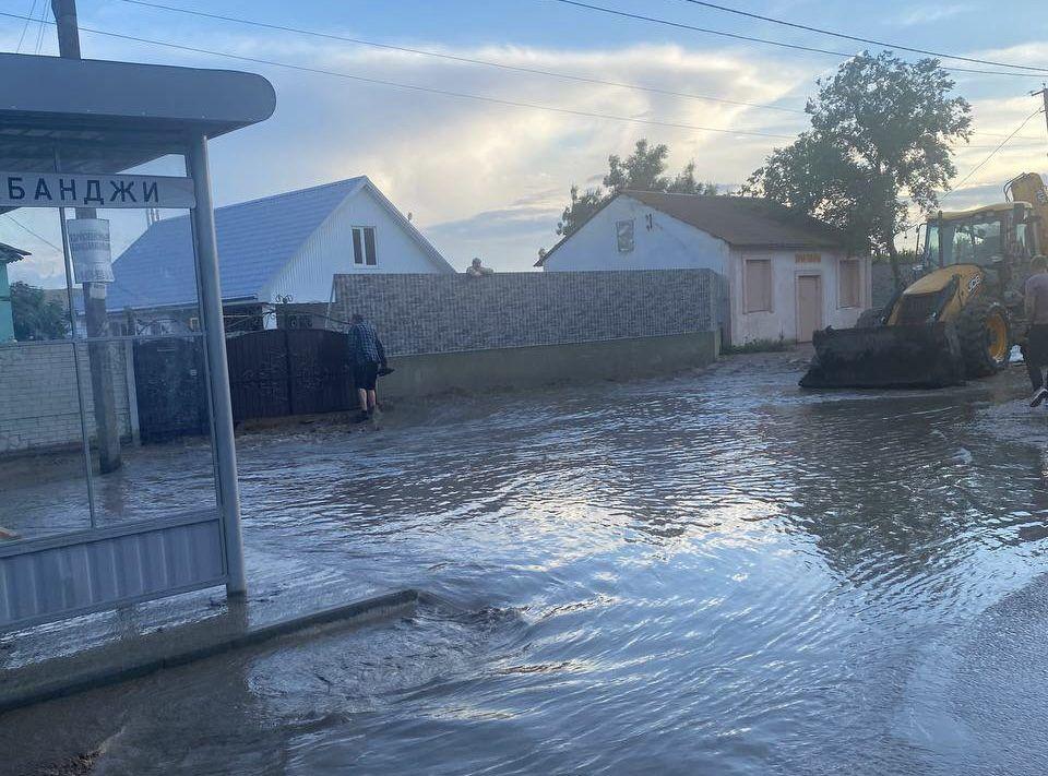 В посёлке Приозёрное Ленинского района после дождя затопило 18 дворов
