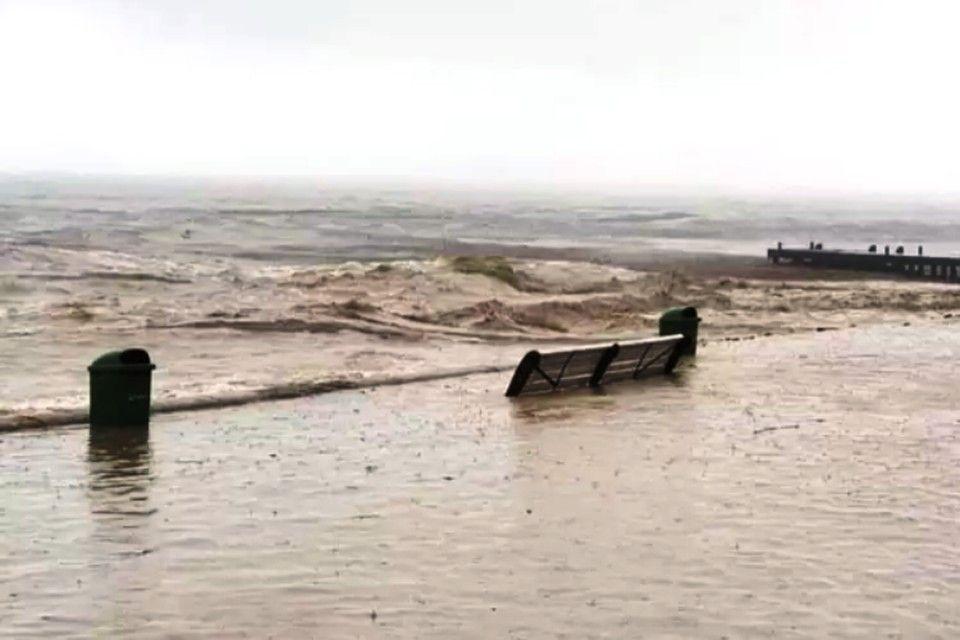 После потопа в Крыму спасатели рассказали, как нужно действовать во время наводнения