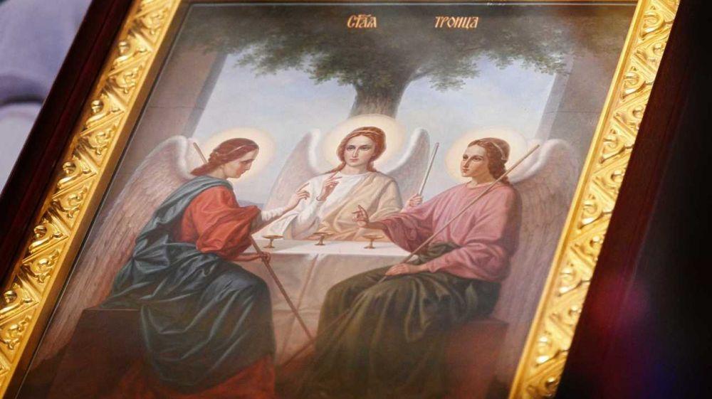 Поздравление Сергея Аксёнова с праздником Святой Троицы