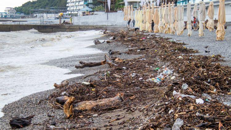 Роспотребнадзор закрыл пострадавшие от наводнений пляжи в Крыму