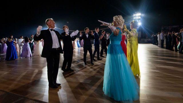 Магия музыки в танце: видео офицерского бала в Севастополе
