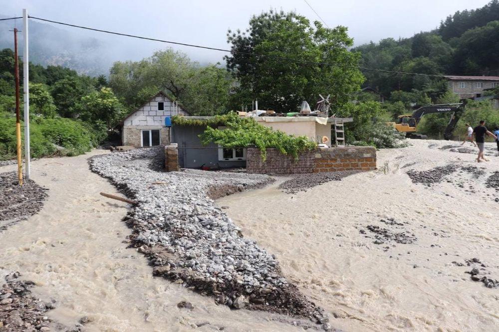 В посёлке Васильевка под Ялтой вода затопила почти 10 домов