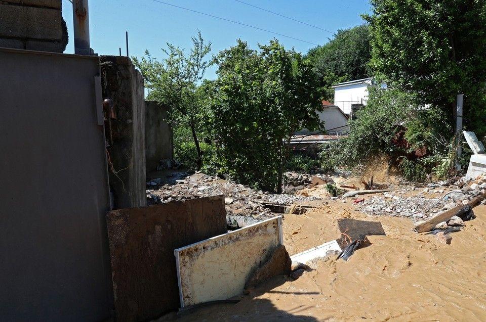 В Ялте несколько домов в микрорайоне Васильевка полностью утонули