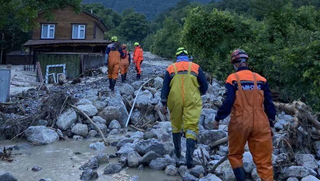 Из зон подтоплений в Крыму эвакуировали более 1700 человек