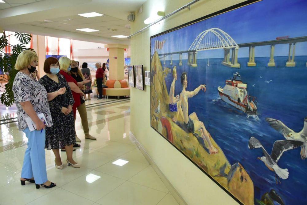 Первый рейс поезда «Санкт-Петербург — Севастополь» стал героем художественной выставки