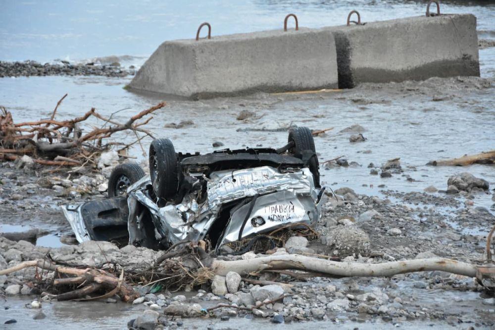 Крымчанам могут компенсировать ремонт разбитых во время ЧС автомобилей