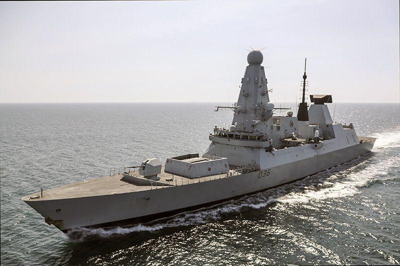 Британцы отрицают предупредительную стрельбу по эсминцу HMS Defender в районе мыса Фиолент
