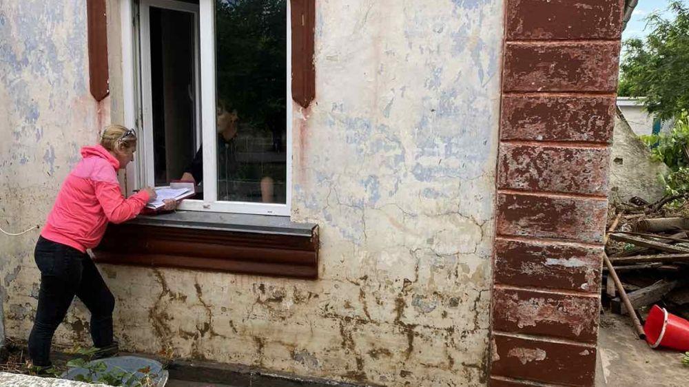 В Ленинском районе продолжается работа по обследованию домовладений граждан, пострадавших в результате ЧС