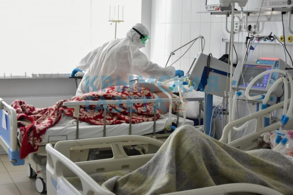 В больницах Крыма готовят дополнительные ковидные койки