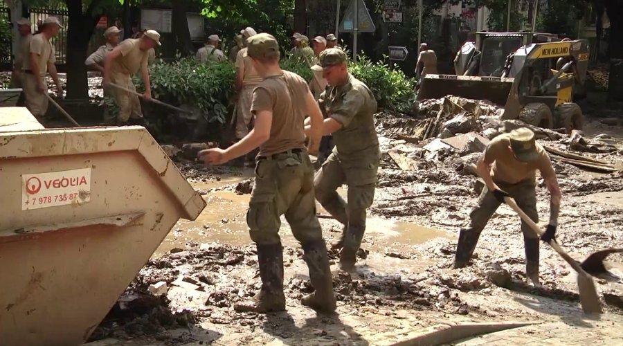 Военные очистили в Ялте более 120 км дорог и восстановили более 50 км водоводов