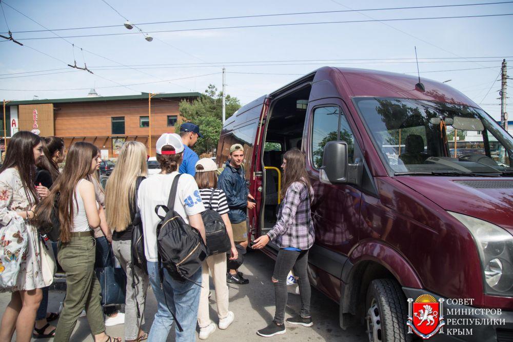 Волонтеры со всего Крыма помогают Ялте
