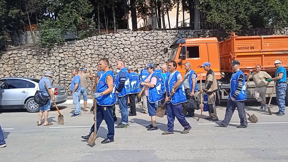 Красногвардейцы приехали на помощь в Ялту