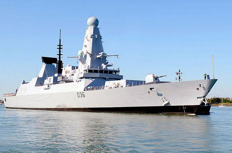 Российские военные открыли предупредительный огонь по британскому эсминцу в районе мыса Фиолент