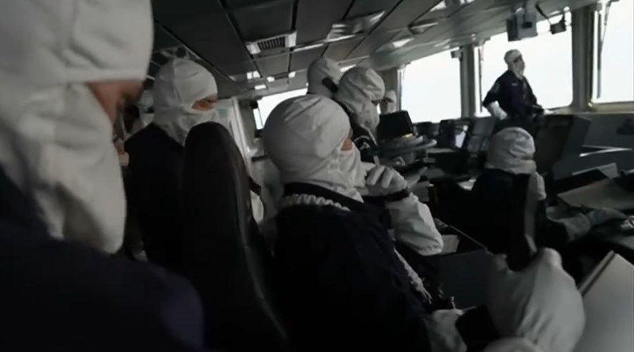 Британский журналист опубликовал видео с эсминца у берегов Крыма