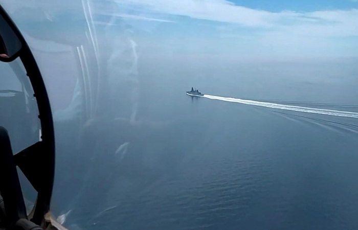 ФСБ опубликовала видео с британским эсминцем Defender
