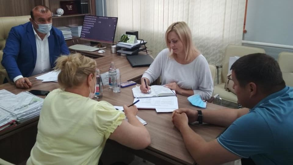 Дионис Алексанов провел выездной прием граждан в п.Молодежное