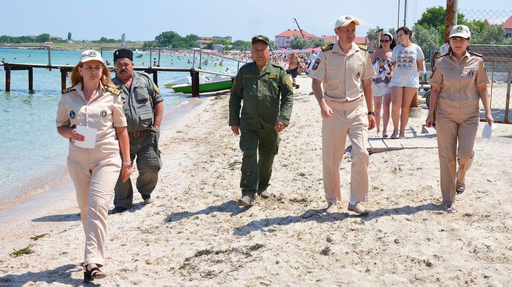 Сотрудники ГИМС провели профилактические беседы с отдыхающими на пляже