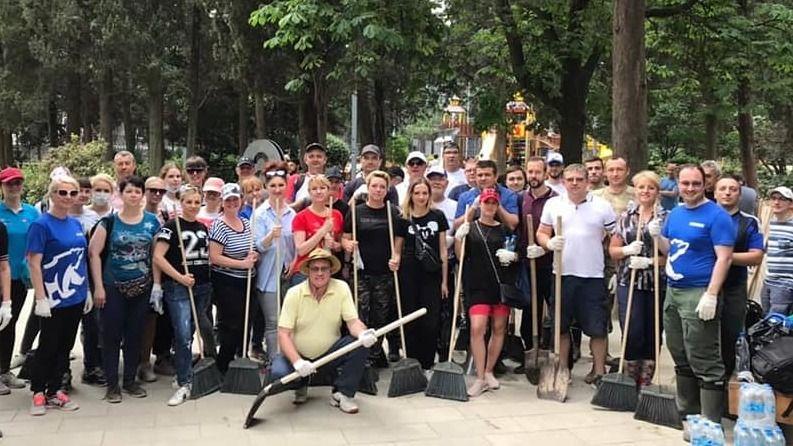 В Ялте во Всекрымском субботнике приняли участие свыше тысячи человек со всех регионов полуострова