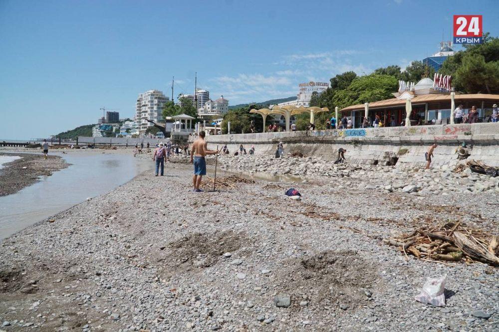 Ялтинские пляжи остаются закрытыми для купания