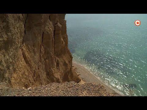 Очередной обвал грунта береговой линии произошел на северной стороне Севастополя (СЮЖЕТ)