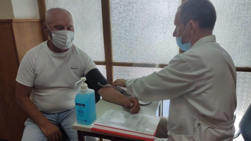 Около 10 тыс работников санаторно-курортной отрасли Крыма прошли централизованную вакцинацию