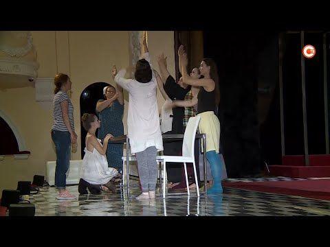 «Восемь любящих женщин» готовятся выйти на сцену театра имени Луначарского (СЮЖЕТ)