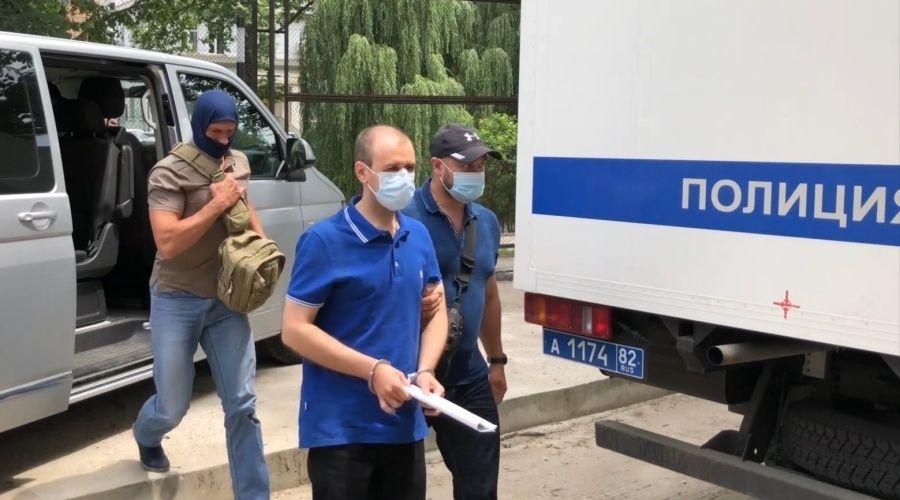 ФСБ показала видео задержания обвиняемого в госизмене симферопольца