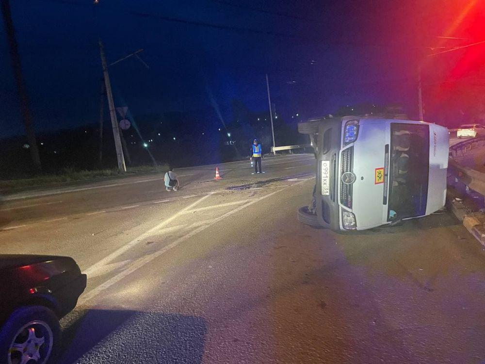Под Симферополем перевернулся автобус, перевозивший 19 детей