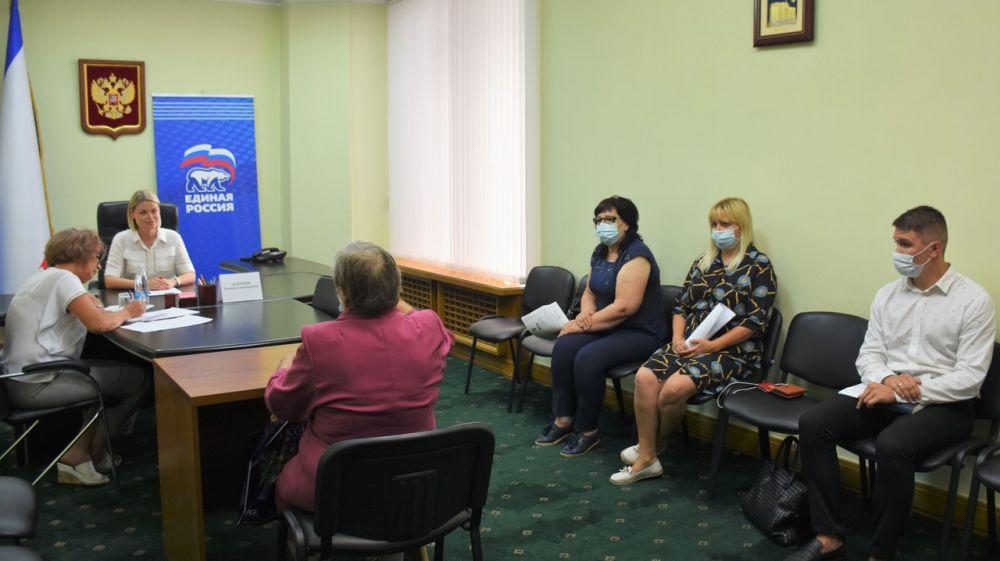Специалисты Минимущества приняли участие в очередном приеме граждан, проведенного депутатом Государственного Совета РК Евгенией Добрыня