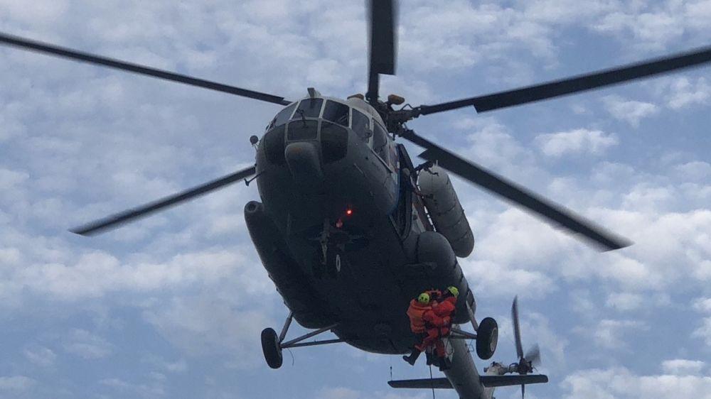 МЧС РК: Сотрудники ГКУ РК «КРЫМ-СПАС» провели тренировочное занятие по выполнению спасательных операций с водной поверхности с привлечением авиации МЧС